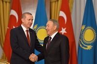 Эрдоган поблагодарил Назарбаева за поддержку турецких строителей